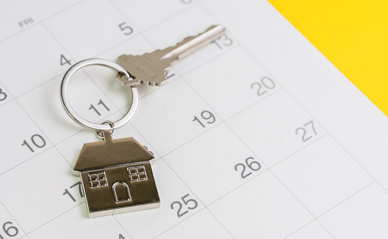 House keys on calendar.