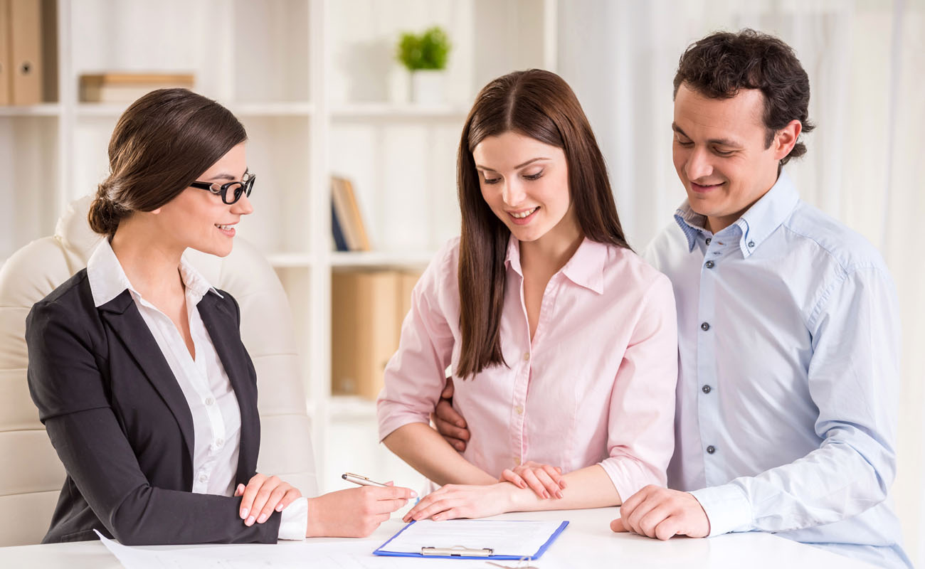 Realtor discussing to couple clients.